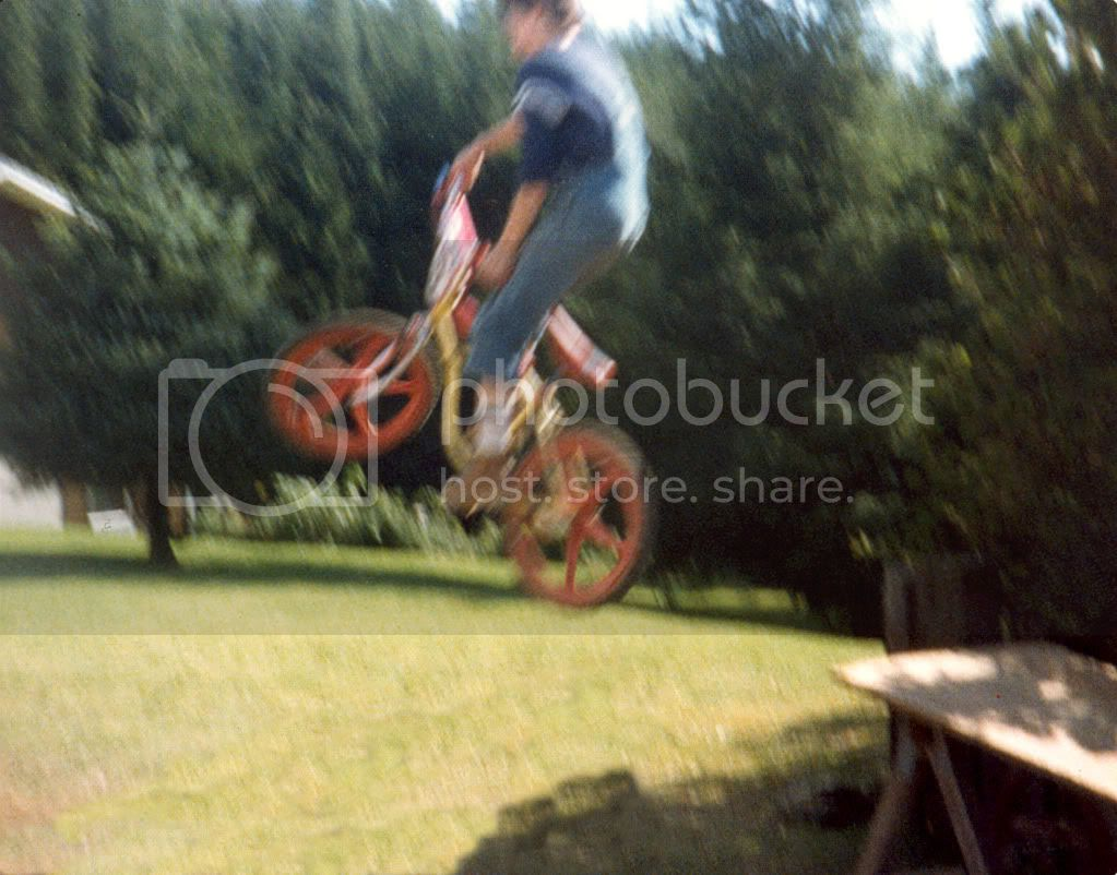 http://i430.photobucket.com/albums/qq30/beej1986/BikeJumprt.jpg
